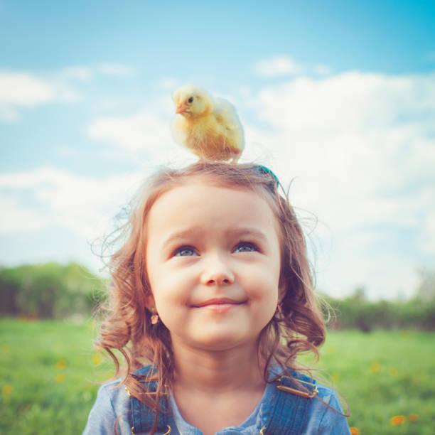 Criança na Páscoa - foto de acervo