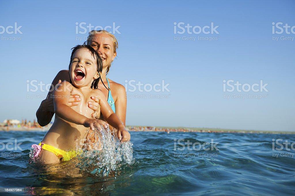 Kind am Meer – Foto