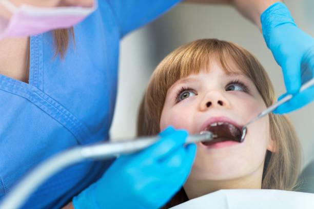 Kind beim Zahnarzt – Foto
