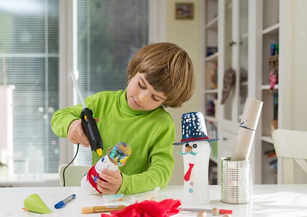 child being creative - eco bastelarbeiten stock-fotos und bilder