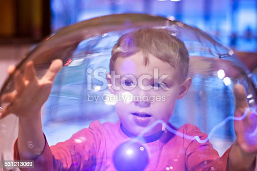 istock Child boy playing Tesla Ball 531213069