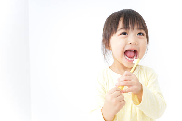 bir çocuk onun diş fırçalama - baby teeth stok fotoğraflar ve resimler