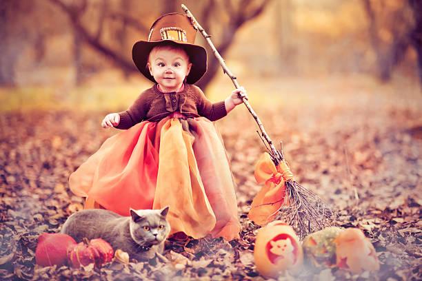 kind feiern halloween - halloween party lebensmittel stock-fotos und bilder