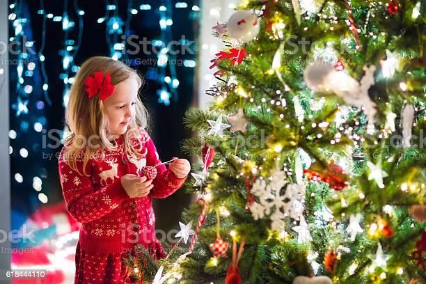 Child decorating christmas tree picture id618444110?b=1&k=6&m=618444110&s=612x612&h=d3qxzufgysqt5rxhfd58ejvkgseupgns93agpu1sti0=