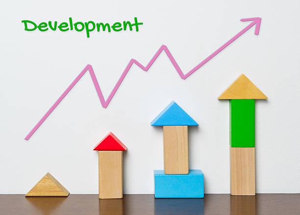 child development graph with toy block concept - wachstumstabelle baby stock-fotos und bilder