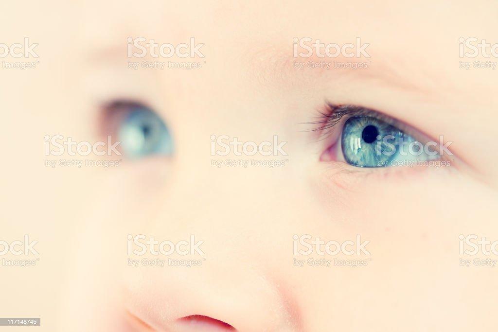 Kind die Augen – Foto