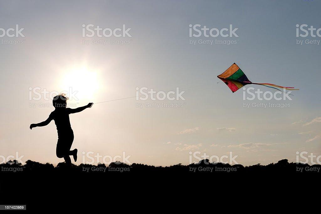 Bambini volare aquiloni - foto stock