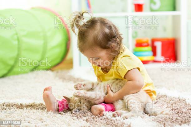 Child girl holding her cat kitten on the floor picture id638744538?b=1&k=6&m=638744538&s=612x612&h=sauzotnuyftap25zqwbnn5r9xyhql7dhie2kwcn48ao=