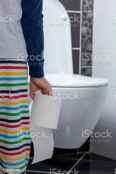 Child holding toilet paper roll in bathroom picture id1139983463?b=1&k=6&m=1139983463&s=612x612&h=irdvwiifemlelaokabzlrziranmnnl59grfjpuweyzo=