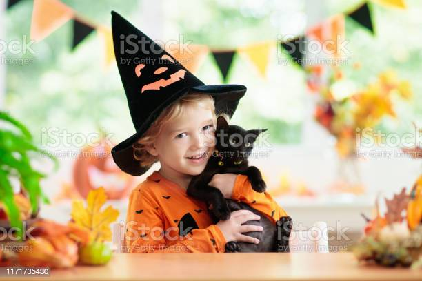 Child in halloween costume kids trick or treat picture id1171735430?b=1&k=6&m=1171735430&s=612x612&h=51plcopse4cqpop jtrsedrbsshschtrwistt jy5ke=