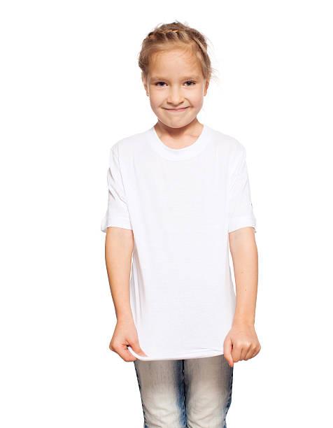 Kind im weißen t-shirt – Foto