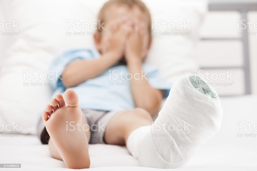 Kind Bein Ferse Knochenbruch Oder Gebrochenen Bein Knochen Stuckfilm ...