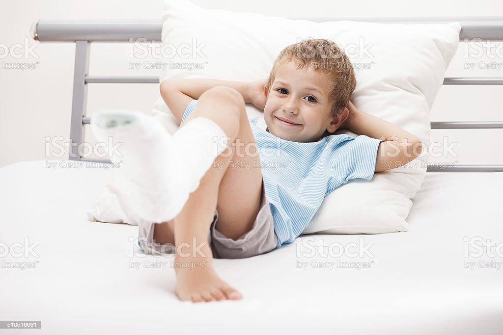 Kind Bein Ferse Knochenbruch oder gebrochenen Bein Knochen stuck-film title – Foto