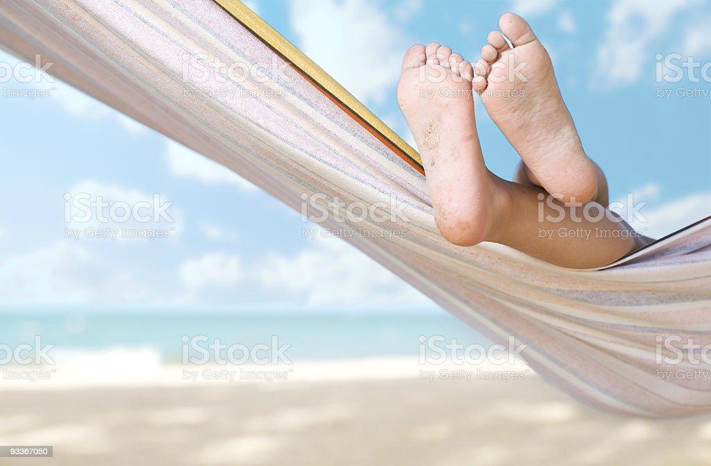 Kind Beine auf Hängematte - Lizenzfrei Bräune Stock-Foto