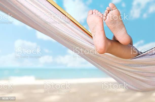 Kind Beine Auf Hängematte Stockfoto und mehr Bilder von Bräune