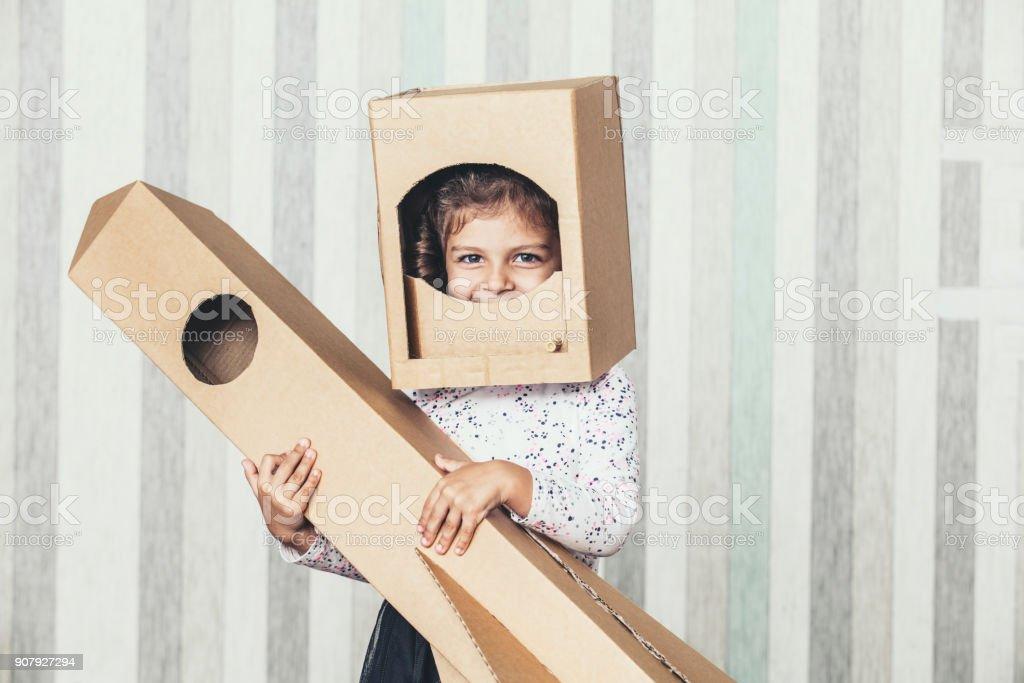 Niñas Con Astronauta Niños Un Y Jugando Cartón Cohete Casco De 9We2YDIHE