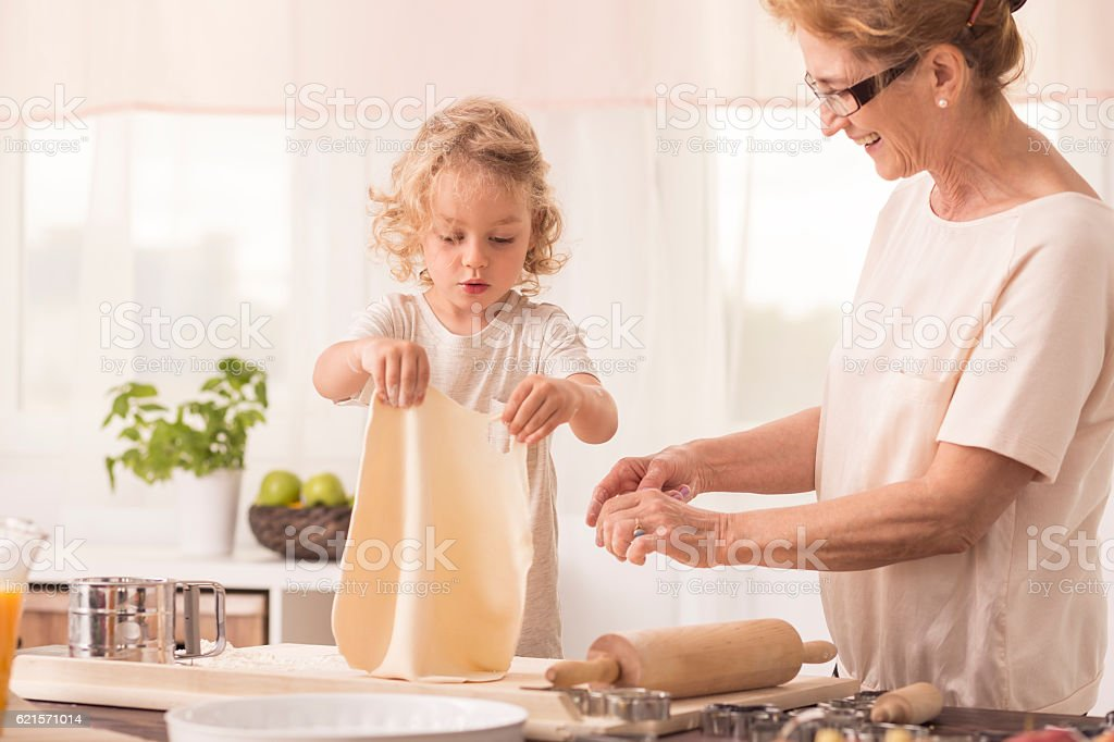 Child making cake with grandmother photo libre de droits