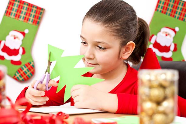 kind, elemente für weihnachten - basteln mit kindern weihnachten stock-fotos und bilder
