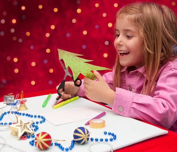 kind, dekoration - basteln mit kindern weihnachten stock-fotos und bilder