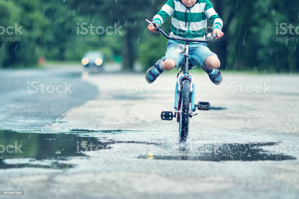 Enfant sur une bicyclette - Photo