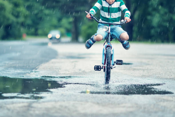 Enfant sur une bicyclette - Photo