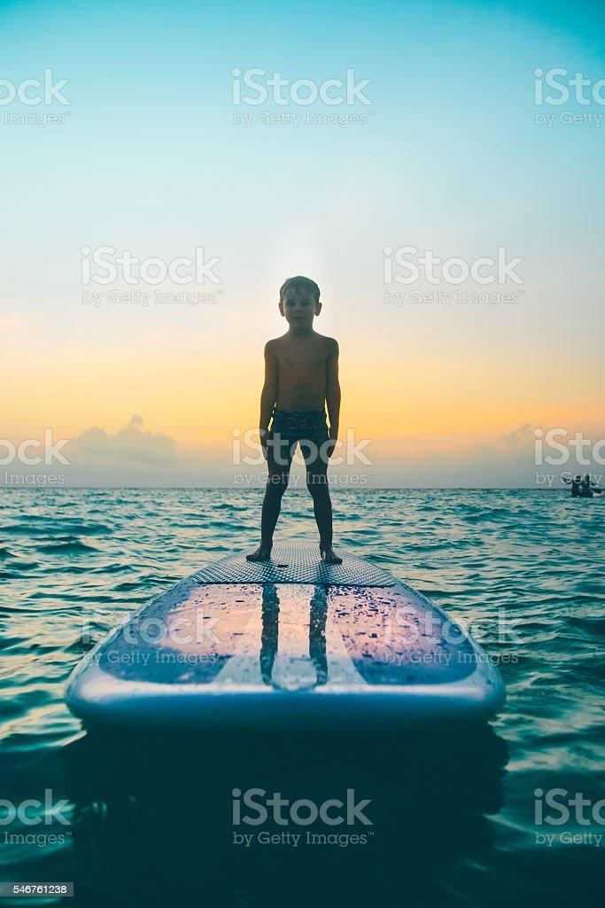 Child on paddleboard – Foto