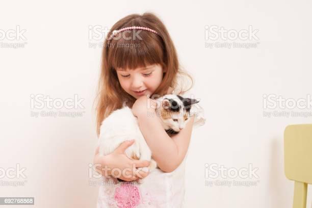 Child playing with a white kitten picture id692768868?b=1&k=6&m=692768868&s=612x612&h=peqfmsesqgoncwatqz89owadanrdgcvk7njutn0vk18=