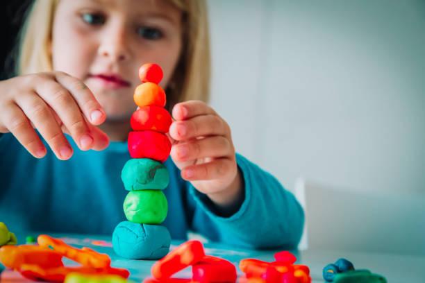 Kinderspiel mit Tonformen, Kinderhandwerk – Foto