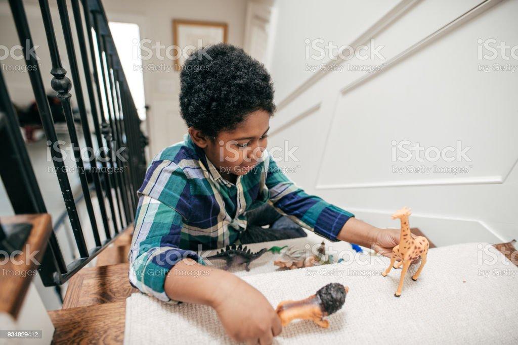 하위 장난감을 가지고 논다 - 로열티 프리 8-9 살 스톡 사진