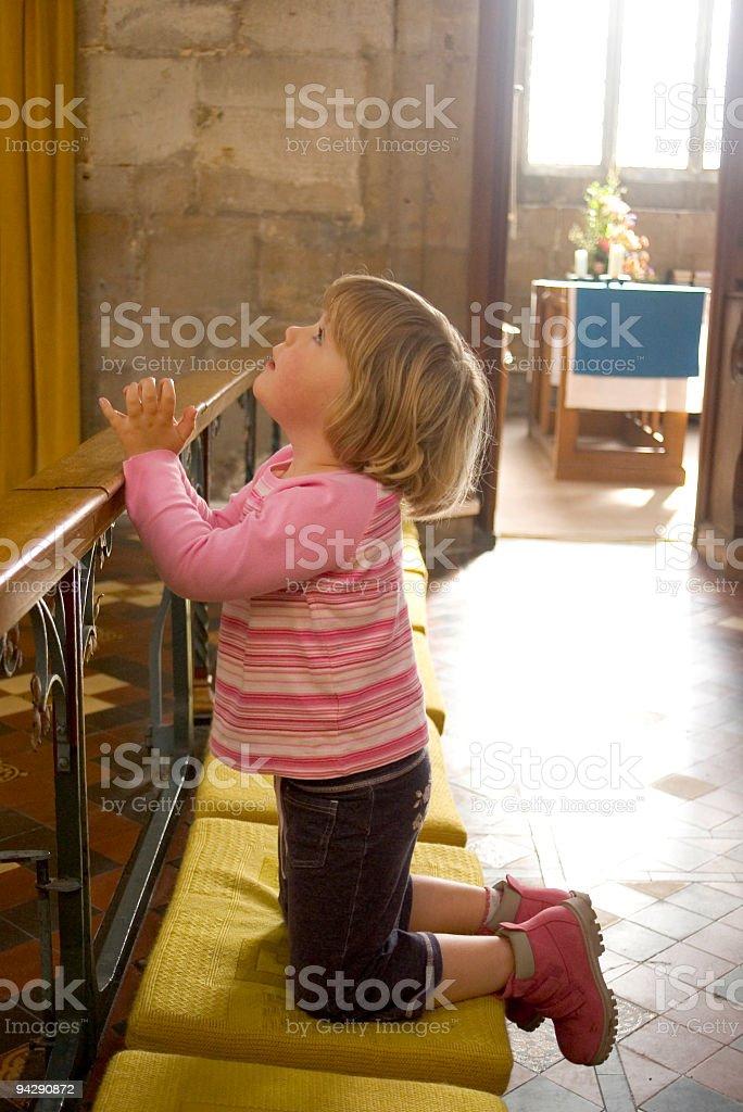 Criança de oração - foto de acervo