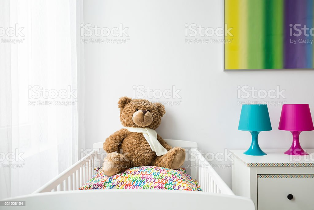 Child room with a cradle and teddy bear photo libre de droits