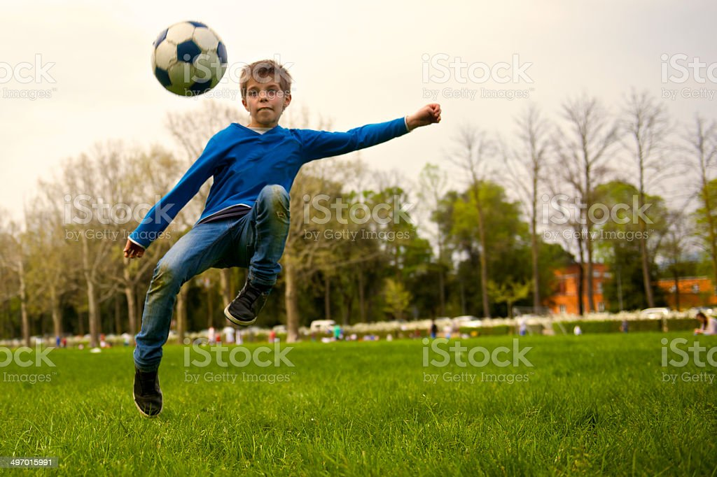 Kind läuft-Kick – Foto