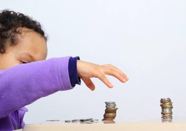 kind besparen geld voorraad foto - hair grow cyclus stockfoto's en -beelden