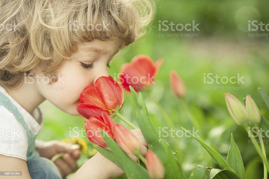 Kind riechen-Tulpe – Foto