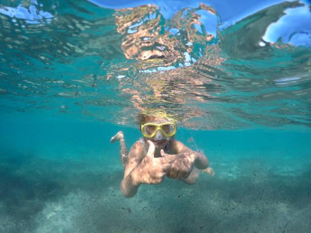 kinderschnorcheln in spiaggia - patrick hutter stock-fotos und bilder