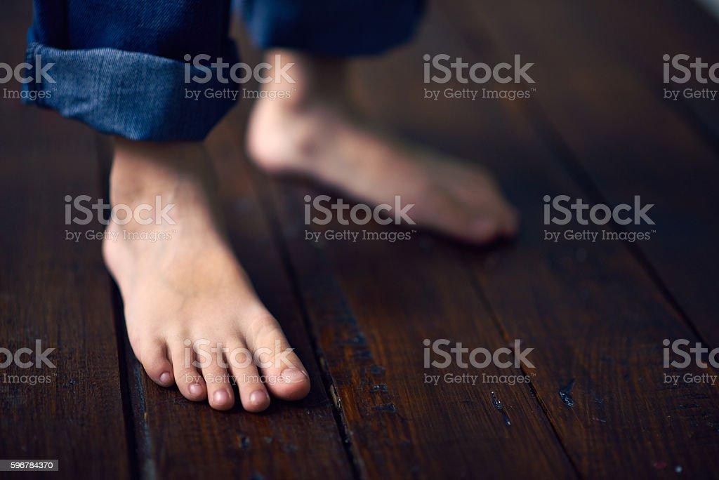 Child Standing Barefoot - foto stock
