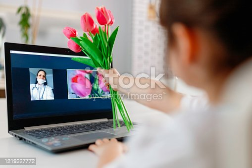 Child who gave Mother's Day gift by meeting with her video conference with her mother who could not come home due to the outbreak