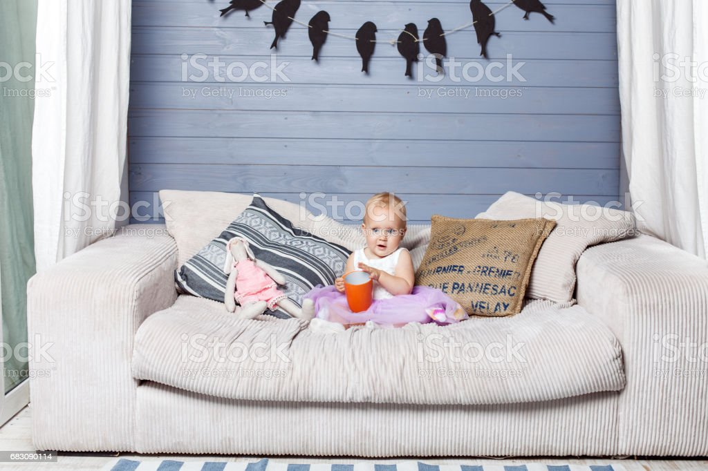 Child with a cup foto de stock royalty-free
