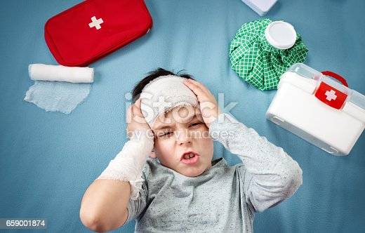 istock Child with bandages lying in bed 659001874