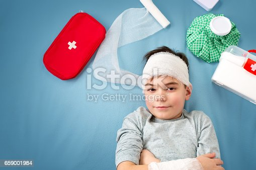 istock Child with bandages lying in bed 659001984