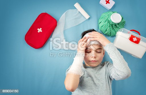 istock Child with bandages lying in bed 659004150