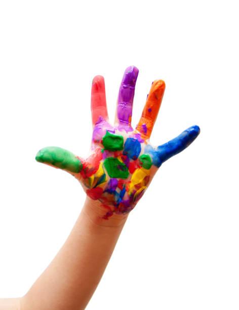 kind mit farbe an den händen isoliert auf weißem hintergrund - naive malerei stock-fotos und bilder