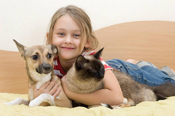 Kind mit Haustiere – Foto