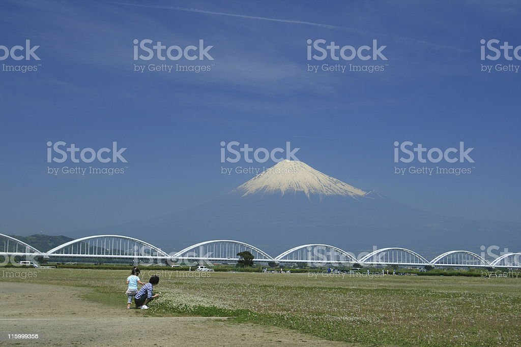 Child with the mother observing Fuji-san stock photo