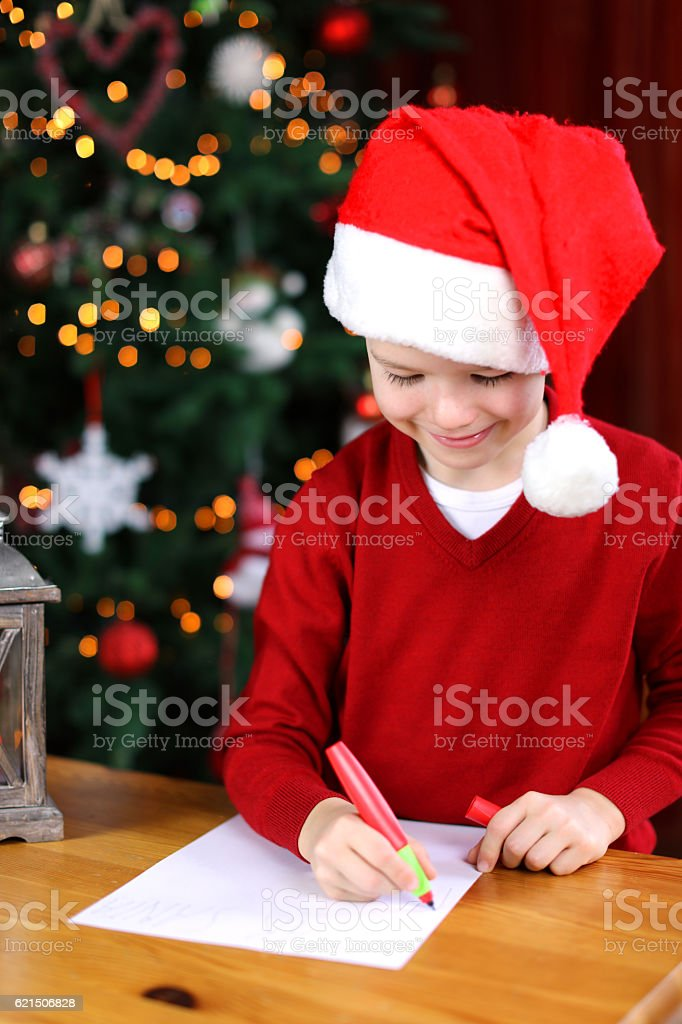 Child Writing a Christmas Letter to Santa Claus photo libre de droits