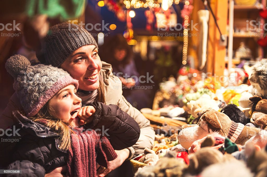 Childfriendly at christmas at christmas market - retro look – Foto