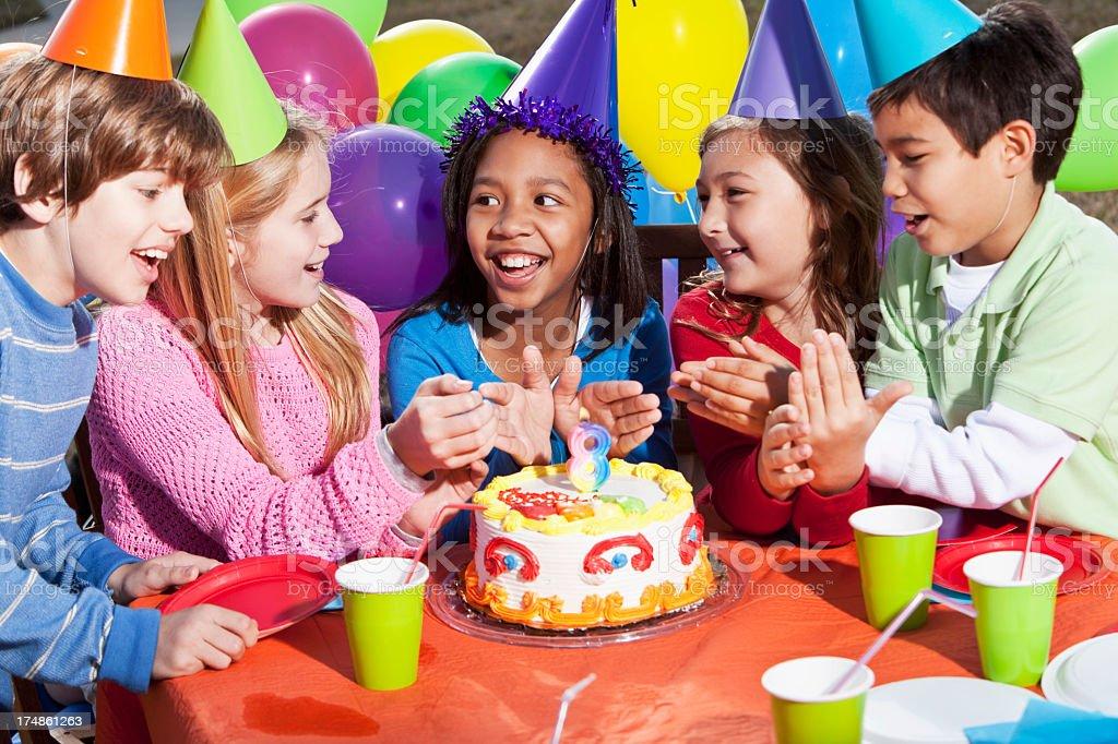 Children at birthday party foto
