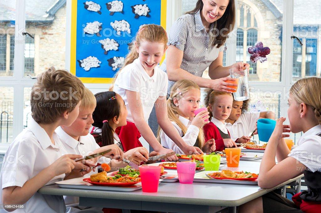 Comendo na escola