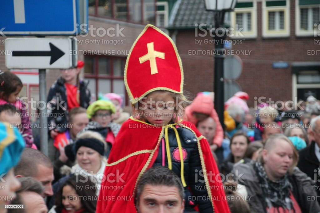 Kinderen genieten van de aankomst van sinterklaas in het kanaal van de ring Nieuwerkerk aan den IJssel foto