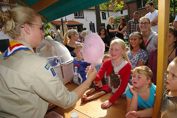 kinder-veranstaltung - sommerfest kindergarten stock-fotos und bilder